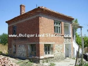A stable Bulgarian property in the village located in nice hilly area.