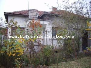 House for sale located at the small adorable hamlet of Stoletovo.