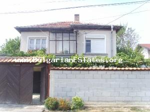 Well kept house for sale in a region good for tourism near the sea.