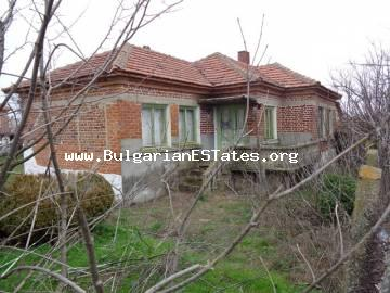 Cheap rural property is for sale – one-storey house in the village of Radovets, Bulgaria.