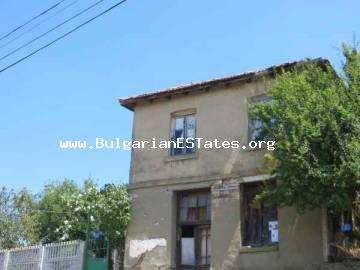 Plot of land is for sale with an old house only 25 km from the sea and 32 km from the city of Bourgas in the village of Zidarovo, Bulgaria.
