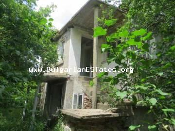 Buy an old house (plot) with stunning views in a village of Voinika cheap, only 68 km from the city of Bourgas.
