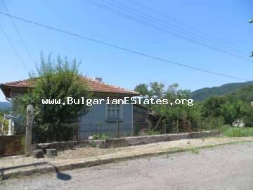 Very inexpensive house for sale in Brodilovo village, 12 km from the sea and the town of Tsarevo.