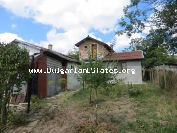 For sale is a two-storey house in the village of Veselie, 14 km from the sea and the town of Sozopol and 25 km from Bourgas for the price of 24 000 euro.