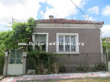 Buy profitable one-storey house in the village of Vesselie only 14 km from the town of Sozopol and 25 km from Burgas for the sum of 18999 euro.