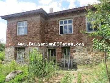 A very attractive offer. A house in the village Brodilovo is for sale, only 12 km from the town of Tsarevo and the sea.