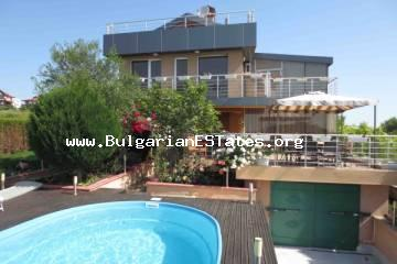 We offer you a comfortable house with an incredible view of the sea to buy. The house is located on the southern Bulgarian seacoast. The house is located in the new part of Sozopol - Budjaka.