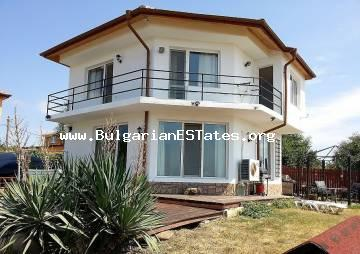 For sale is offered a house with a yard and a small swimming pool in the village of Kamenar, just 6 km from the town of Pomorie and the sea coast.