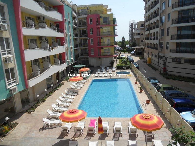 One-bedroom apartment with furniture and appliances in the complex Blue Marine, Sunny Beach, is offered for sale, just 100 m from the beach