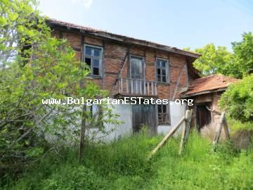 For sale is an old two-storey house in the village of Izgrev only 3 km from the sea and the town of Tsarevo.
