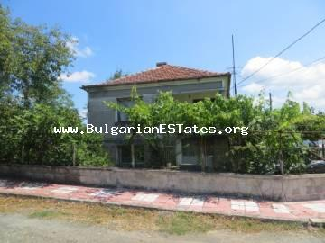 An affordable house is for sale in the village of Veselie, only 14 km from the town of Sozopol and the sea and 25 km from the city of Bourgas.