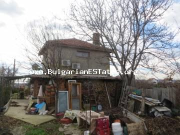 For sale is a two-storey house in the village of Orizare, only 14 km from Sunny Beach resort and the sea and 32 km from Burgas.