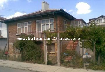 House with a sea view is offered for sale, 10 minute walk from the beach in the town of Tsarevo.