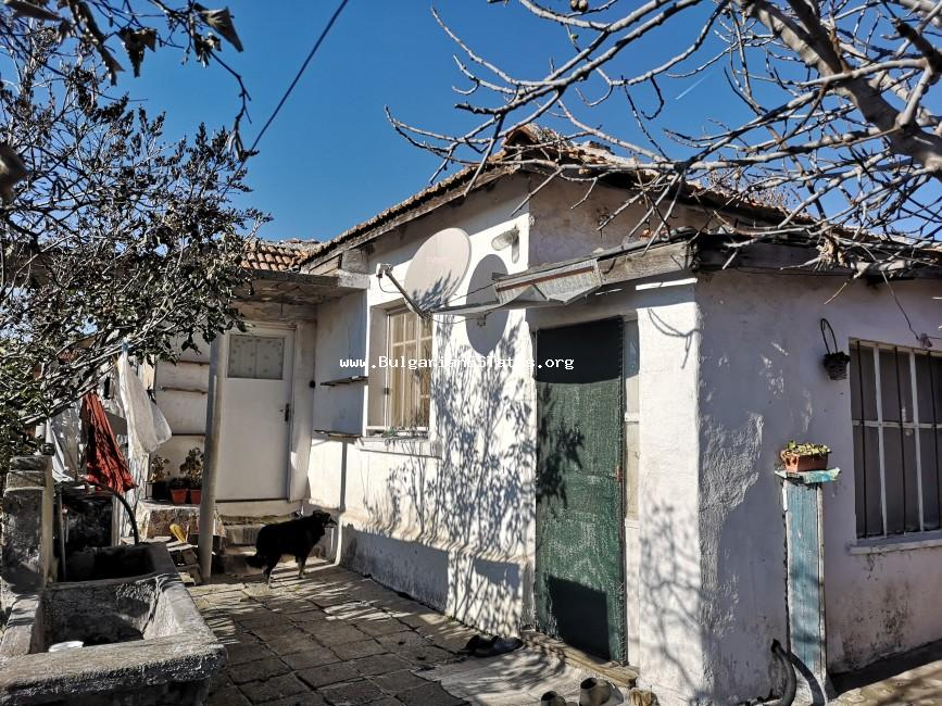 Cheap house is for sale in the town of Kableshkovo, 20 km from Burgas.
