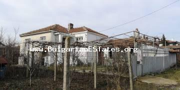 A house with a large yard is offered for sale in the village of Laka, 9 km from the town of Bourgas and only 5 km from the beach.