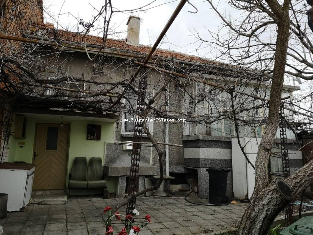 One-storey house is for sale in the town of Elhovo, just 100 km from the city of Bourgas and the sea.