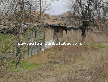 Affordably a large yard with outbuildings in the village of Ravnets, only a short drive 20 km away from the city of Burgas and the sea.