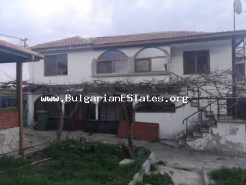 We offer to your attention a two-storey house in the village of Rudnik, 13 km from Bourgas and 20 km from Sunny Beach resort.