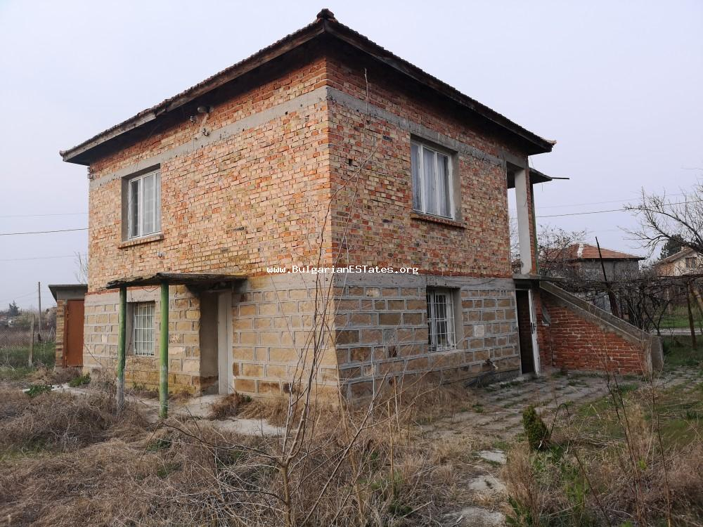 Two houses are for sale affordably in the village of Ruso Castro, 25 km from the city of Bourgas and the sea.