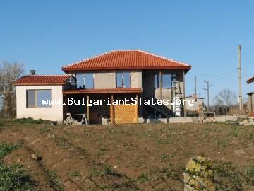 Renovated house is for sale with a beautiful view of the Stara Planina Mountains in the village of Lyaskovo, 5 km from Aytos and 35 km from Bourgas and the sea.