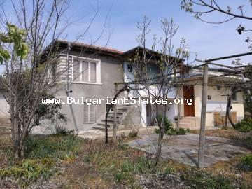 Two houses with a huge yard are for sale for the price of one in the town of Bulgarovo, just 20 km from the city of Burgas and the sea.