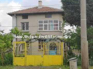 Renovated house is for sale in the town of Bulgarovo, just 20 km from the sea and the city of Bourgas.