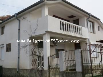 Renovated house is for sale in the town of Bulgarovo, just 20 km from the sea and the city of Burgas.
