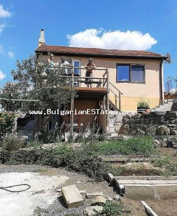 For sale is a renovated small villa in the villa area of ​​the village of Izvorishte, just 20 km from the sea.