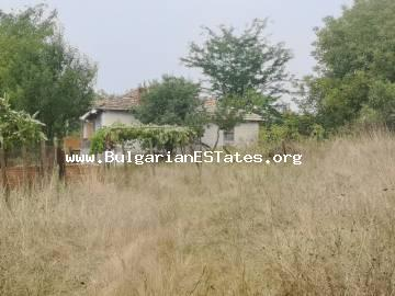 An old house with a huge yard is for sale affordably, only 35 km from the city of Burgas in the village of Svetlina!!!
