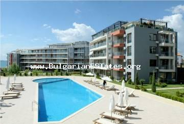 One-bedroom apartment with sea view for sale, just 100 meters from the beach in Saint Vlas.