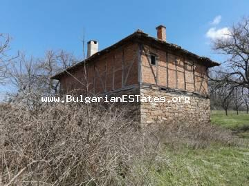The property has a developed built-up area of 120 sq. m. It consists of: the ground floor with two rooms, the first floor with three rooms and a lounge. The yard is 3200 sq. m. with a cherry orchard (about 100 trees) and a beautiful view.